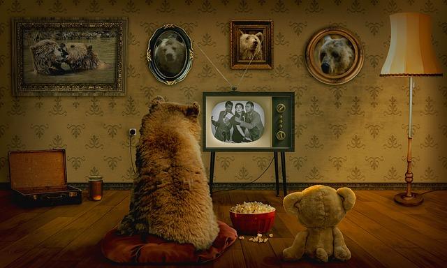 テレビを見るくま