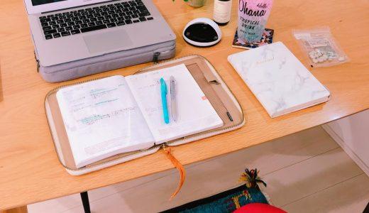 フリーランスはどのような職場で、どんな手帳を使って働いているか?